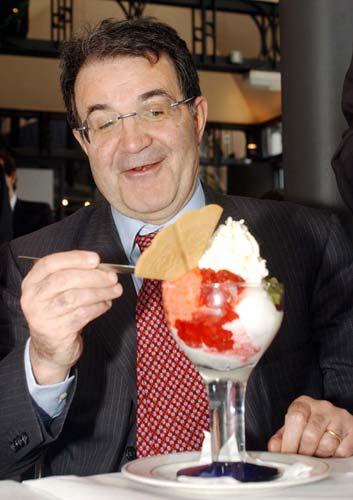 Prodi mangia il gelato